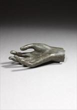 Main droite de statue