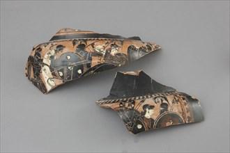 Fragments d'un cratère à figures noires à décor de scènes de combat, en présence d'Athéna