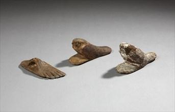 Cachet en forme de pied  et deux faucons akhem