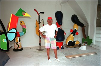 06/00/2000.  Close-up Andre Courreges at home.