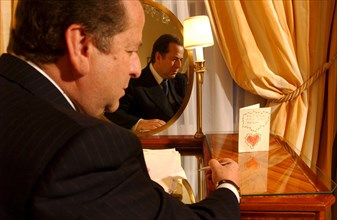 06/14/2002. EXCLUSIVE : Paul-Loup Sulitzer in his hotel room at the Bristol.
