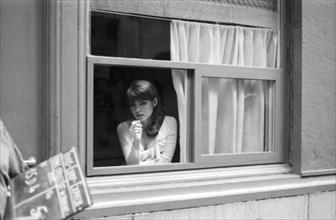 """Marie-France Pisier sur le tournage du film """"Trans-Europ-Express"""""""