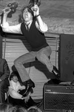 Spectateur sur la scène du Golf-Drouot, 1964
