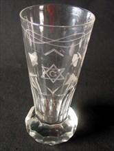 Verre anglais « firing glass » à décors maçonniques