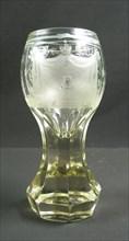 Verre « kanon » germanique ou est-européen à décors maçonniques, début du 19e siècle.