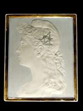 Profil de Marianne à bonnet phrygien, lauriers et équerre/compas, stéatite gravée, 1893.