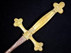 Epée maçonnique à poignée moulée en bronze