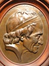 Médaillon en bois en cadre ovale représentant Voltaire (Arouet de) 1694/1778, 43 x 38 cm, fin du 18e siècle ?