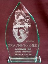 Plaque de verre imprimée offerte par la Maçonnerie mexicaine à Patrick Kessel