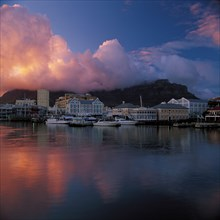 SUNRISE AT THE V & A WATERFRONT