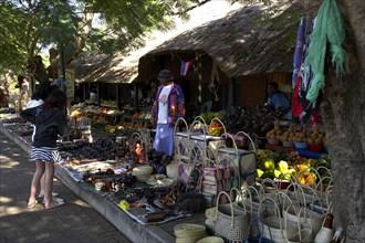 De la Harpe, Marché d'artisanat à l'estuaire de Sainte Lucie