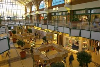 De la Harpe, Centre commercial à Victoria and Alfred (V and A)