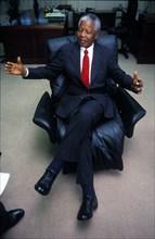 Nelson Mandela lors d'une interview, 1996