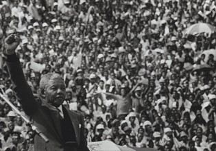 Mandela saluant la foule, 1990