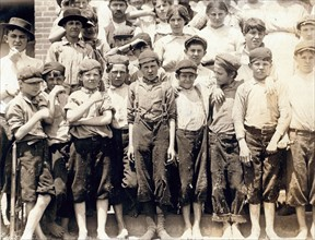 Group of child workers in Moritas Mill