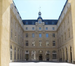 Hôtel de la Marine, cour d'Estienne d'Orves, Paris
