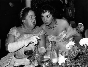 Gina Lollobrigida et Elsa Maxwell en 1958