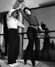 Gina Lollobrigida répétant, en 1955