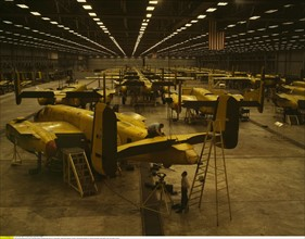 Usine Douglas Aircraft, 1942