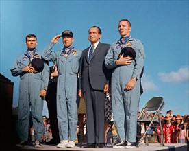 Les astronautes de la mission Apollo 13 et le président Richard Nixon