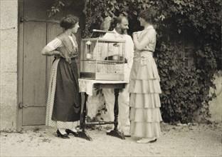 Gustav Klimt avec Helene Klimt et Emilie Floege, 1914.