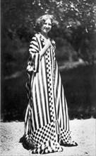 Emilie Flöge in a dress. About 1905/06.