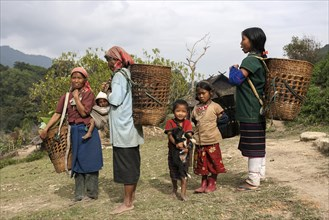 Local women and children from the tribe of the Loi