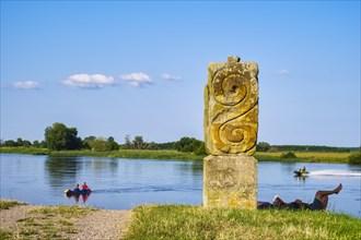 Slulpture Elbwaechter on the Elbe