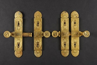 Deux paires de targettes provenant du palais des Tuileries