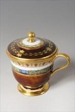 Pot à crème en porcelaine de Sèvres