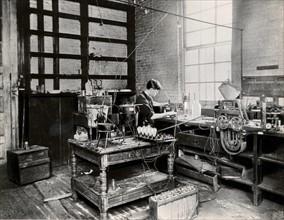 Vue de l'intérieur des laboratoires de Thomas Alva Edison à West Orange, état du New Jersey