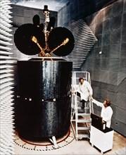 Essais sur un satellite Intelsat IV en 1975