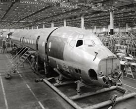 Chaîne de montage aux usines Douglas Aircraft Company, 1958