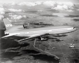 Lockheed L-1011 en vol, 1973