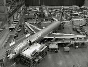 Assemblage d'un Boeing 757-300 en 1985