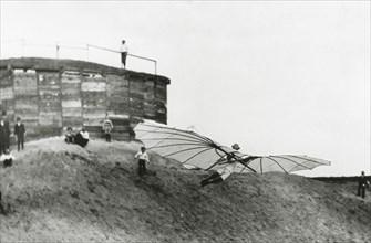 Otto Lilienthal lors d'un vol d'essai en 1893
