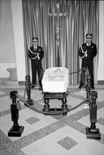 Salvador Dali dans son cercueil