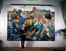 """Salvador Dali devant son oeuvre """"La pêche aux thons"""""""