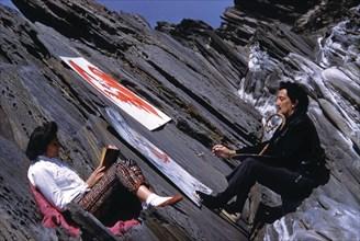 Dali et Gala dans les rochers de la Farnera