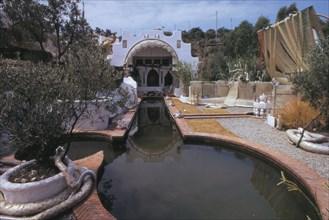 Extérieur de la maison de Dali à Port Lligat, 1975