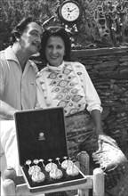 Gala et Dalí après leur mariage religieux, Port Lligat, 1958