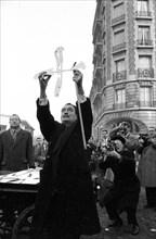Salvador Dalí face à la presse, 1956