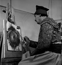 """Salvador Dalí, lors du tournage de """"La prodigieuse histoire de la dentellière et du rhinocéros"""""""