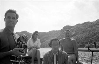 Reynolds Morse, Salvador Dalí, Gala et Robert Descharnes, Cap de Creus, 1959.
