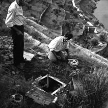 Artificier préparant un mauvais coup dalinien, Port Lligat, 1959