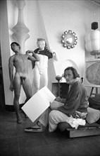 Salvador Dalí esquissant, Port Lligat, 1960