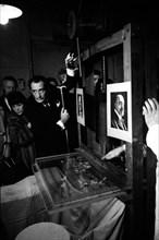 Salvador Dalí, Paris, 1960
