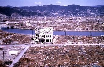 Hiroshima dévastée par la bombe atomique