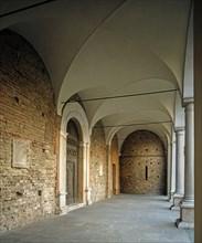 Basilique Sant' Apollinare Nuovo à Ravenne, portique de la façade