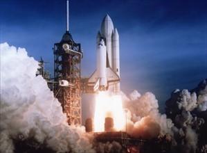 Lancement de Columbia STS-1.